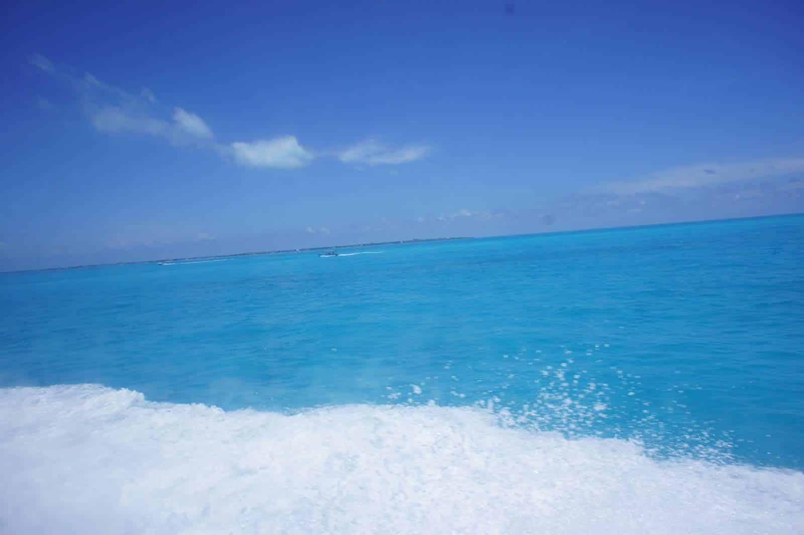 Eau de la baie vers Isla Mujeres, Mexique