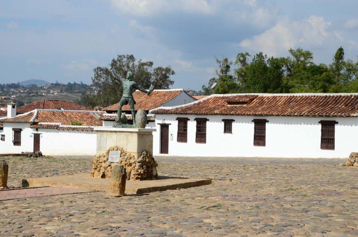 Statue et place