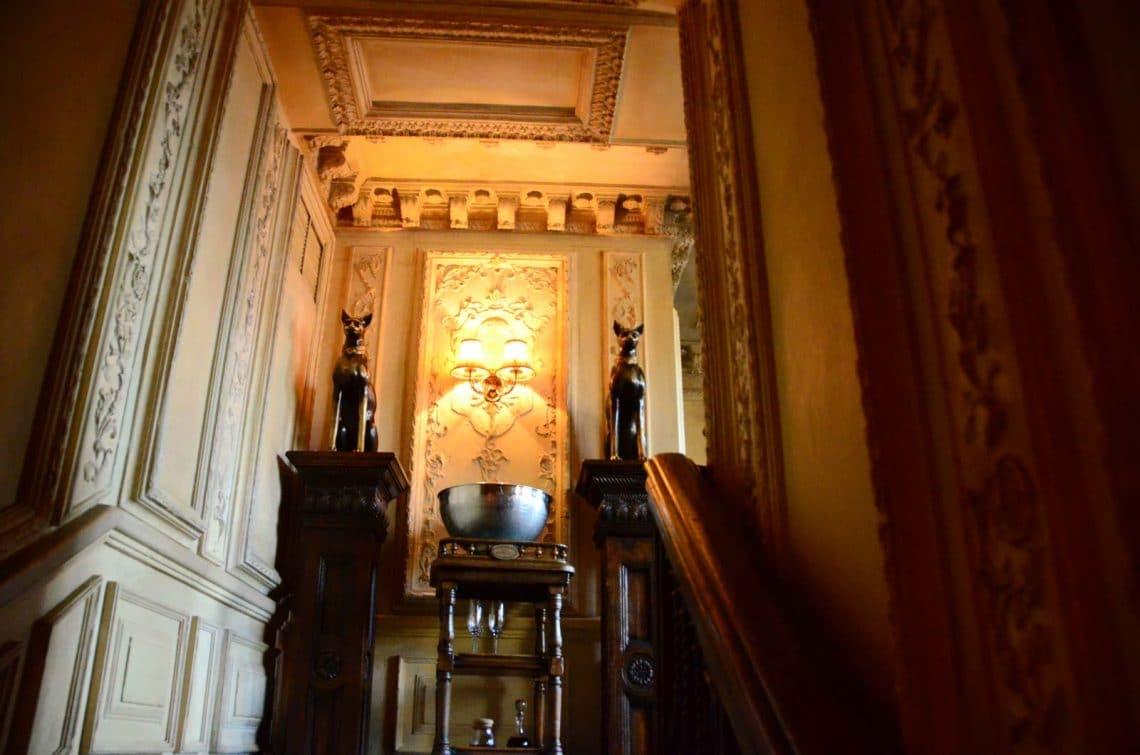 Escalier menant à la librairie Café Pushkin