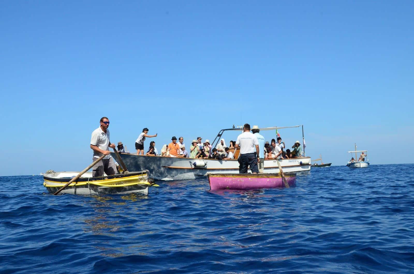 Embarquement sur les petites barques