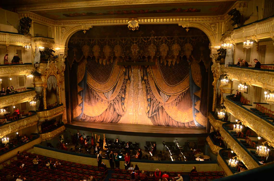 Scène et orchestre