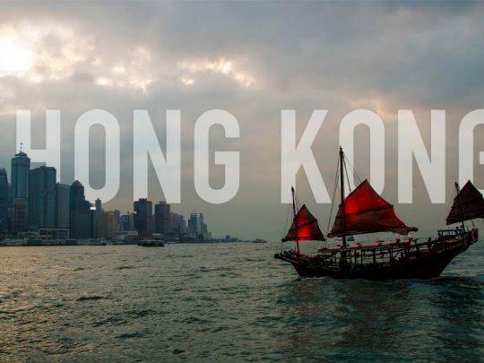 Traverser le port dans la jonque Aqua Luna, Hong Kong